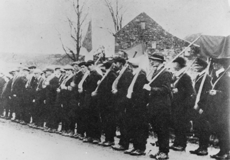 Members of the Irish Volunteers drilling with Hurls, 1914